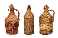 Récipients pour le vin dans une tresse de paille Images libres de droits