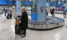 Réclamation de bagage d'aéroport de Wien Schwechat à Madrid Photographie stock libre de droits