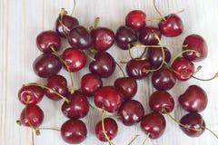 Récolte fraîche de cerise rouge Images stock