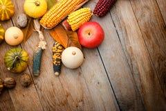 Récolte sur une table Photo stock