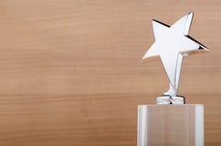 Récompense d'étoile sur le fond en bois Image libre de droits