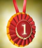 Récompense rouge de bande avec des lauriers d'or Photos libres de droits