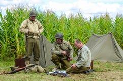Récréation de soldats de l'armée américaine de la deuxième guerre mondiale photographie stock libre de droits