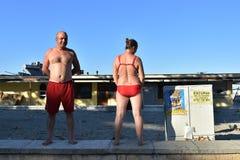 Récréation de touristes sur la côte de la Mer Noire de plage de Mamaia Photo stock