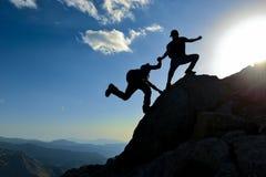 Récréation et guide extérieurs d'alpinisme ; alpinisme photos libres de droits