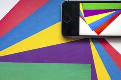récursion Photo prise à un téléphone portable Fond coloré Utilisez le téléphone portable couleurs Photo prise à un téléphone port illustration de vecteur