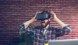 Rédacteur choqué utilisant des verres de la vidéo 3D Photo libre de droits
