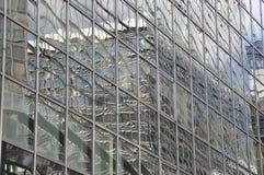 Réflexe de construction de Miirror à l'extérieur Photo stock