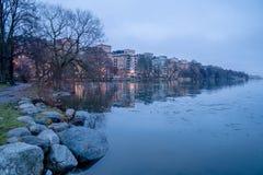 Réflexion calme de l'eau de Norr Mälarstrand, Stockholm, janvier 2018 photographie stock libre de droits