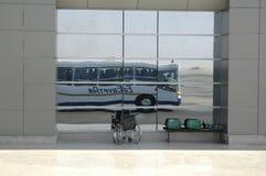 Réflexion d'autobus pour le transport des passagers Photo libre de droits