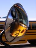 Réflexion d'autobus scolaire Image stock