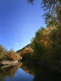 Réflexion d'automne sur le fleuve de sel Photographie stock libre de droits