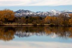 Réflexion d'automnes dans l'eau II Photographie stock libre de droits