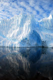Réflexion d'iceberg photos stock