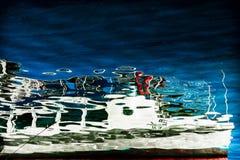 Réflexion d'un bateau photographie stock libre de droits