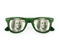 Réflexion d'une facture $100 dans des lunettes de soleil Image stock