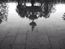 Réflexion d'une fontaine Photos stock