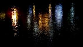Réflexion dans l'eau de l'illumination le pont clips vidéos