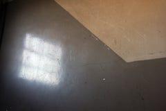 Réflexion dans la cage d'escalier sale Photographie stock libre de droits