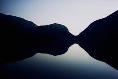 Réflexion dans le lac Photos stock