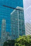 Réflexion dans les façades en verre Photos libres de droits