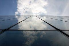 Réflexion dans un gratte-ciel Photo libre de droits