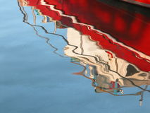 réflexion de bateau de pêche ! Images libres de droits
