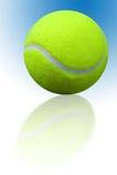 Réflexion de bille de tennis Images stock