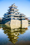 Réflexion de château de Matsumoto Photos libres de droits