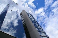 Réflexion de ciel de constructions Photos libres de droits