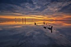 Réflexion de coucher du soleil à l'heure bleue Photographie stock libre de droits