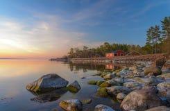 Réflexion de coucher du soleil d'Aland dans l'eau Image stock