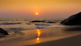 Réflexion de coucher du soleil sur l'eau Photos libres de droits