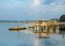 Réflexion de dock de bateau Photos libres de droits