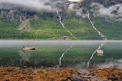 Réflexion de fjord de la Norvège Photographie stock libre de droits
