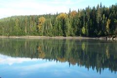 Réflexion de fleuve Images libres de droits