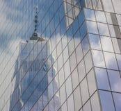 Réflexion de Freedom Tower à New York Photos libres de droits
