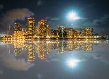 Réflexion de Honolulu, de Waikiki et de Diamond Head Photographie stock libre de droits