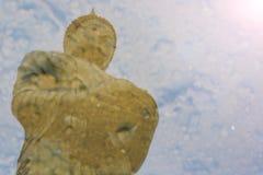 Réflexion de l'eau, Bouddha, aumône photos libres de droits