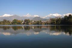réflexion de l'Himalaya de beauté Photos libres de droits