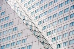 Réflexion de la façade du bâtiment de Willems Wert le 10 mai 2015 Photographie stock libre de droits