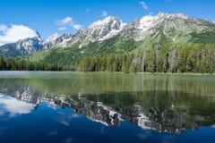 Réflexion de lac park national de Teton Photographie stock