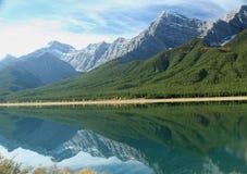 Réflexion de lacs spray Photo stock