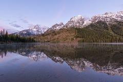 Réflexion de lever de soleil de lac string photo libre de droits