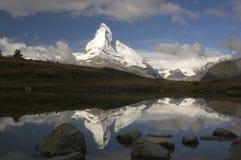 Réflexion de Matterhorn photo libre de droits