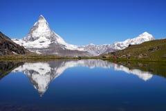 Réflexion de Matterhorn sur Riffelsee Images libres de droits
