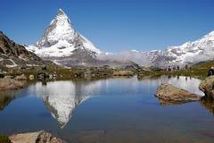 Réflexion de Matterhorn sur Riffelsee Photo stock