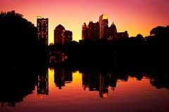 Réflexion de Midtown dans le lac, Atlanta Images stock