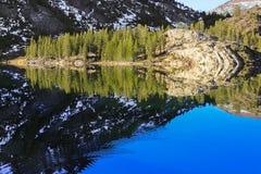 Réflexion de miroir chez Ellery Lake dans Yosemite Photographie stock