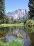 Réflexion de montagne Photos libres de droits